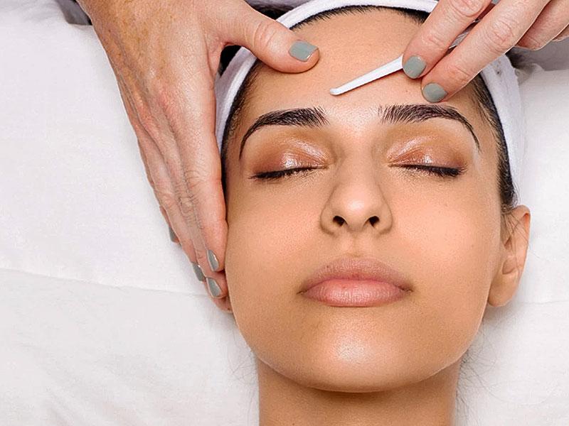 Dermaplaning Skin Blading